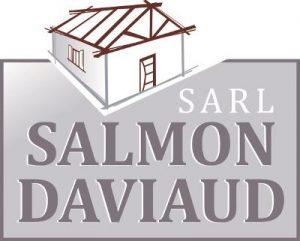 Maison stylisée avec fermes de charpente apparentes et texte SALMON DAVIAUD